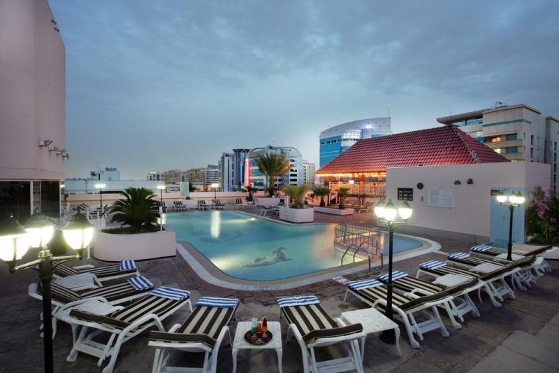 Carlton Palace piscine sur le toit