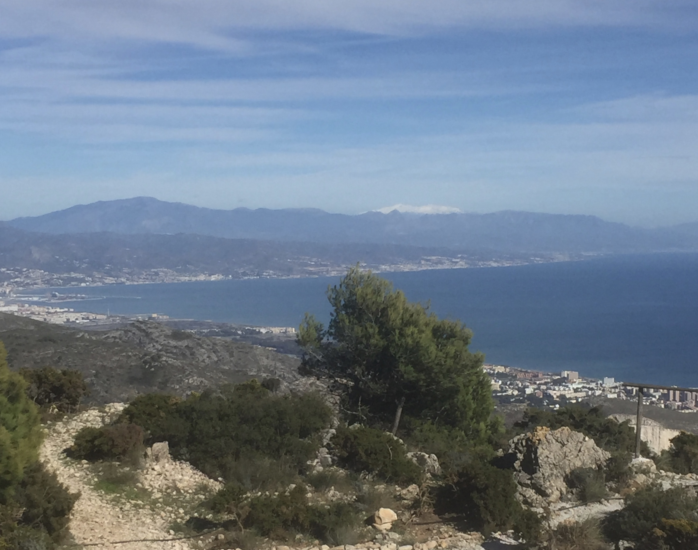 Vue du sommet vers Malaga et la Sierra Nevada