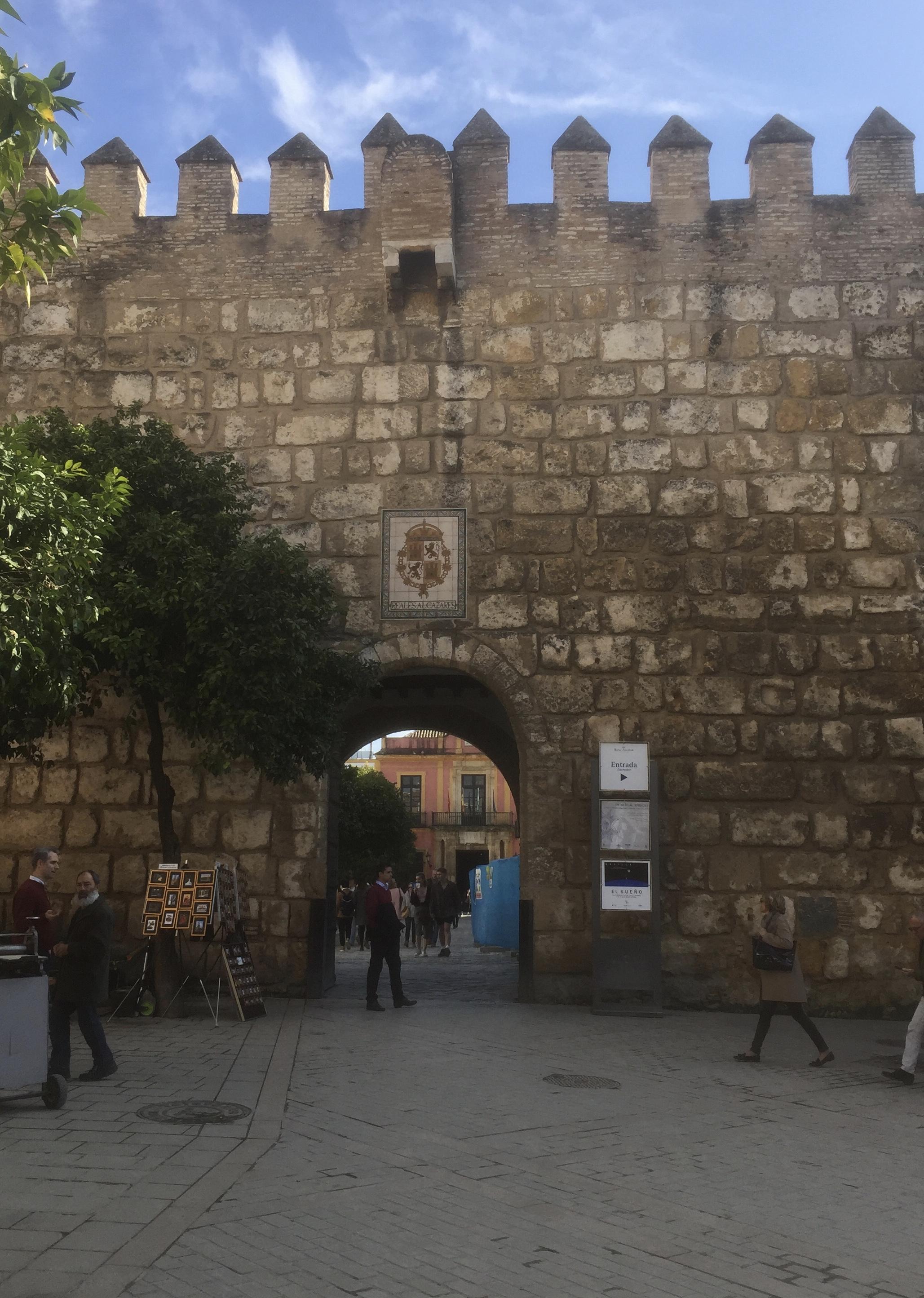 La muraille de l'Alcazar qui rejoint celle de la Macarena