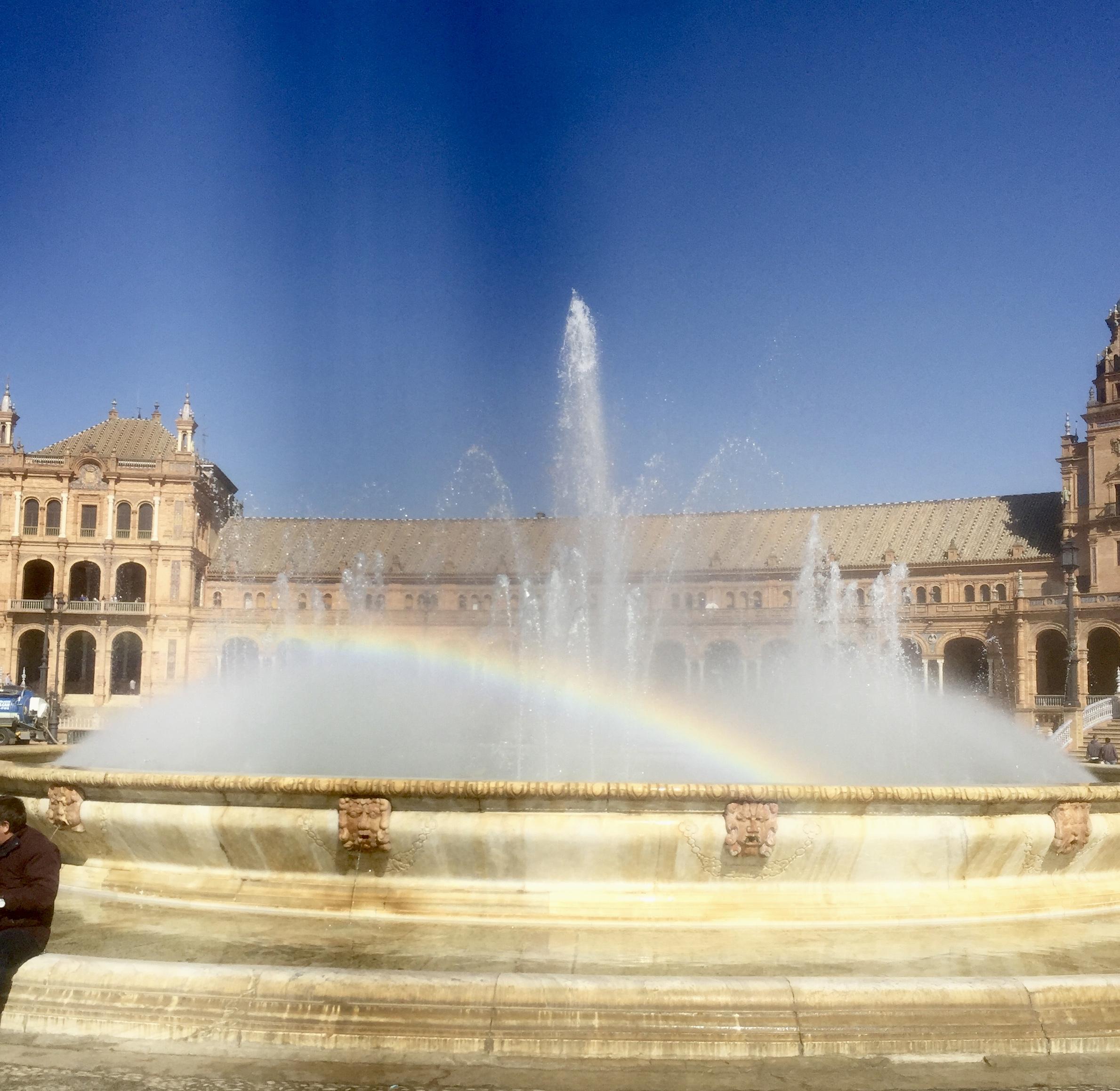 La fontaine au milieu a été créée en 1927 par Vicente Traver