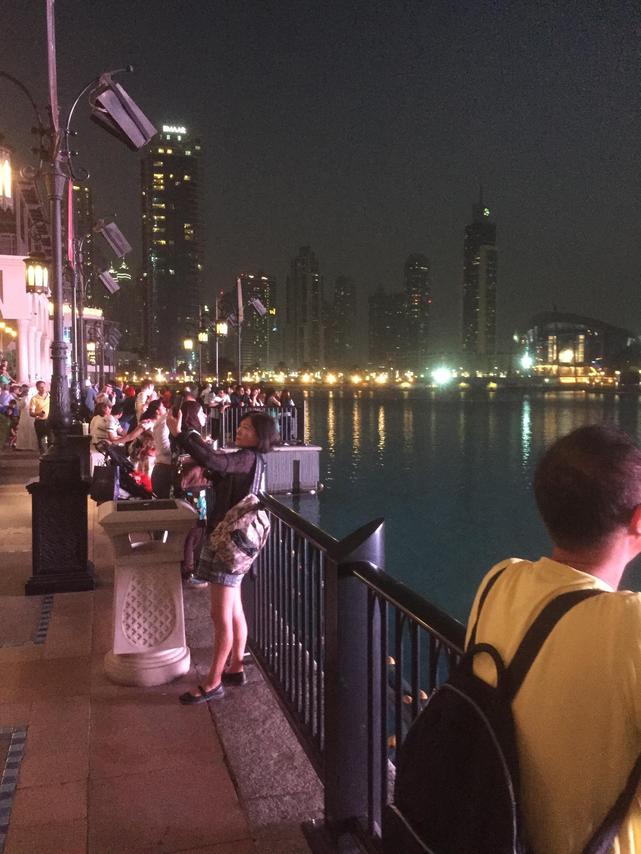Spectateurs aux fontaines
