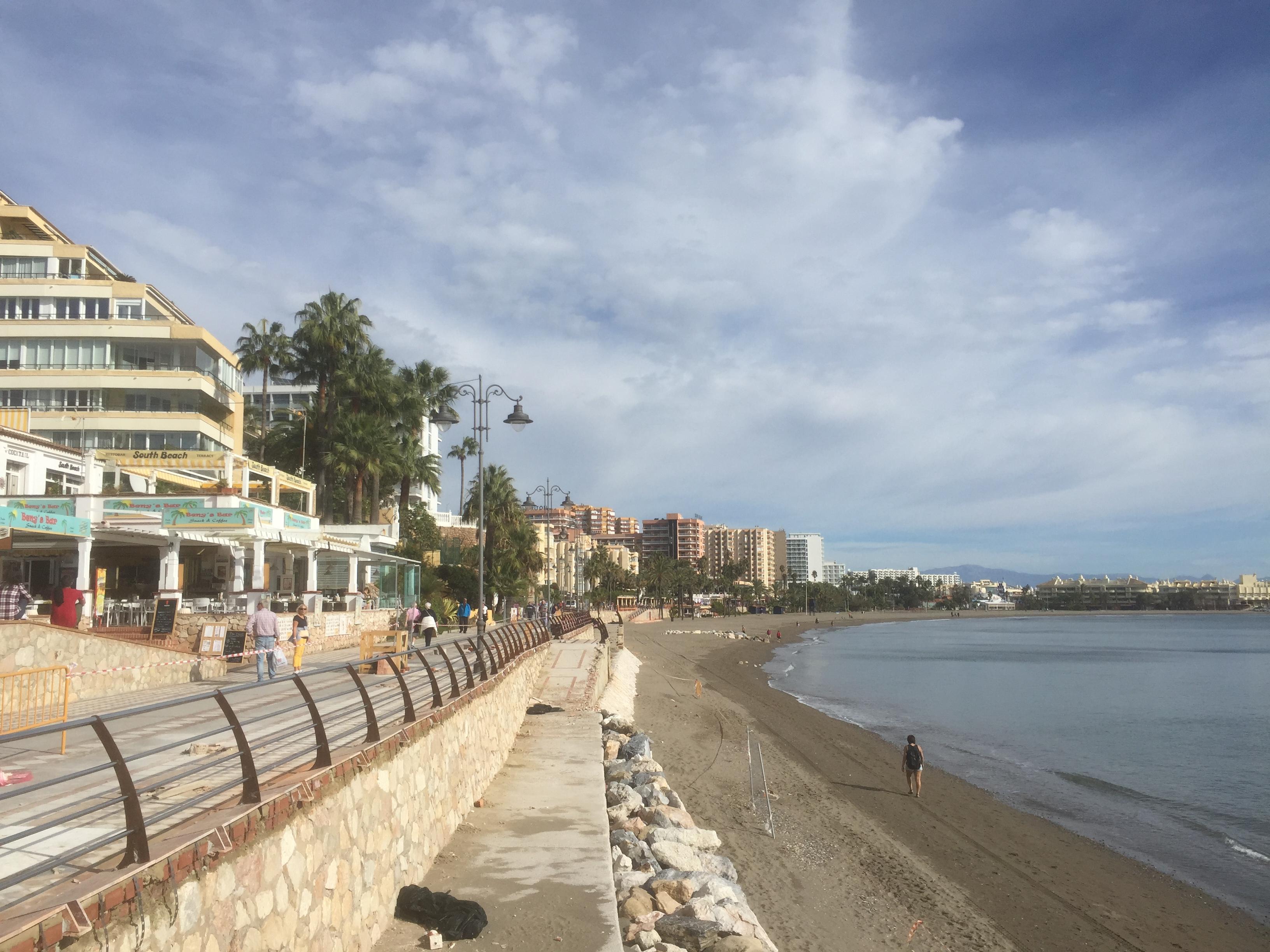 Benalmadena, promenade le long de la plage