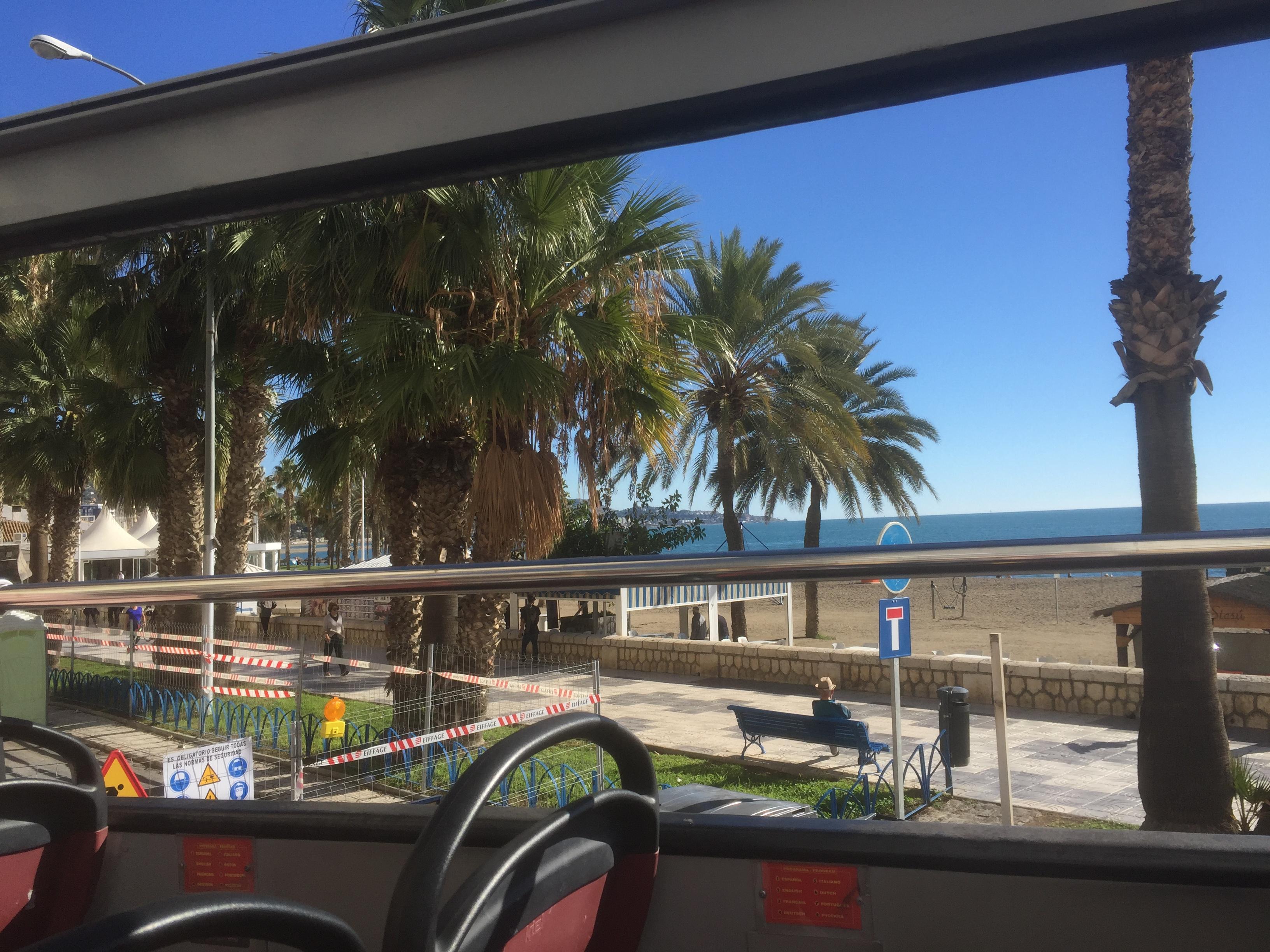 Malaga, vue sur la plage depuis le bus à impériale