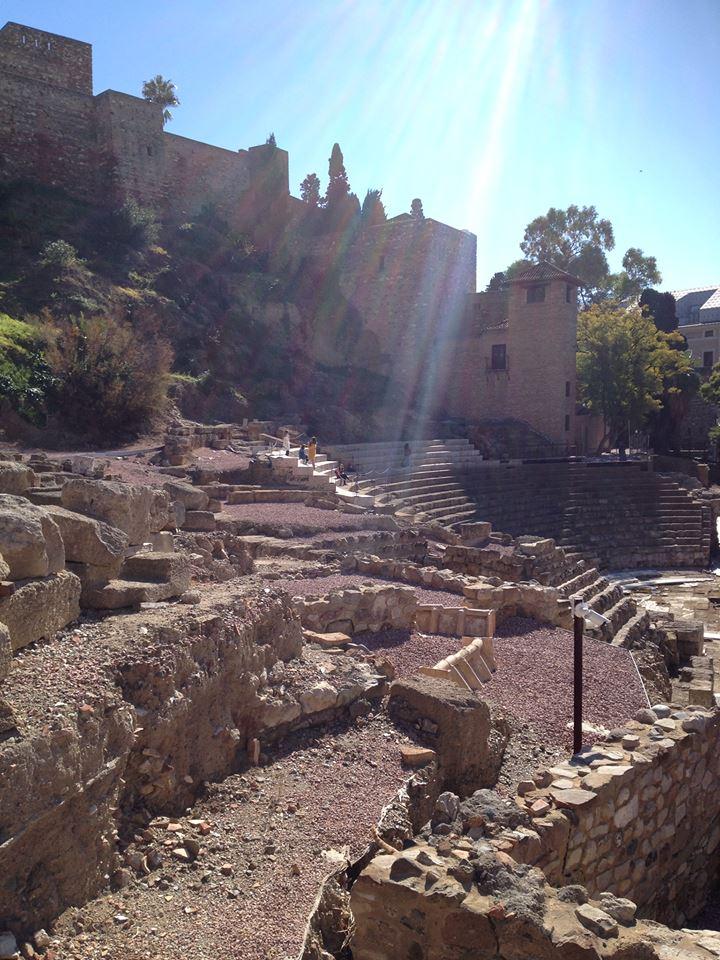 Le théâtre romain en bas de l'Alcazaba