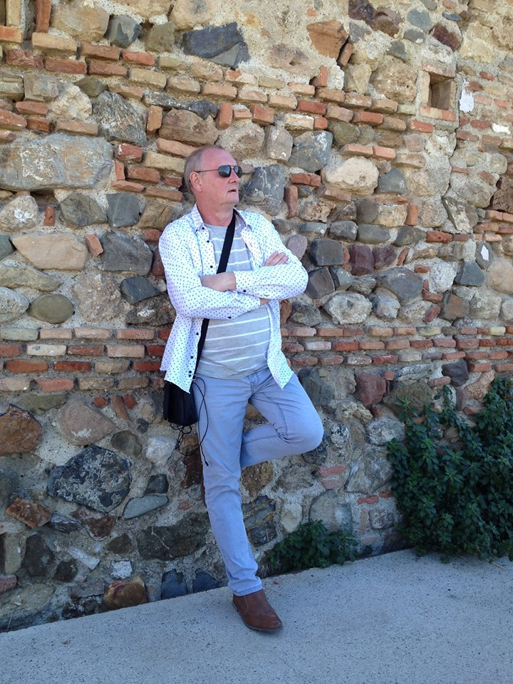 Admiratif devant la vue depuis l'Alcazaba