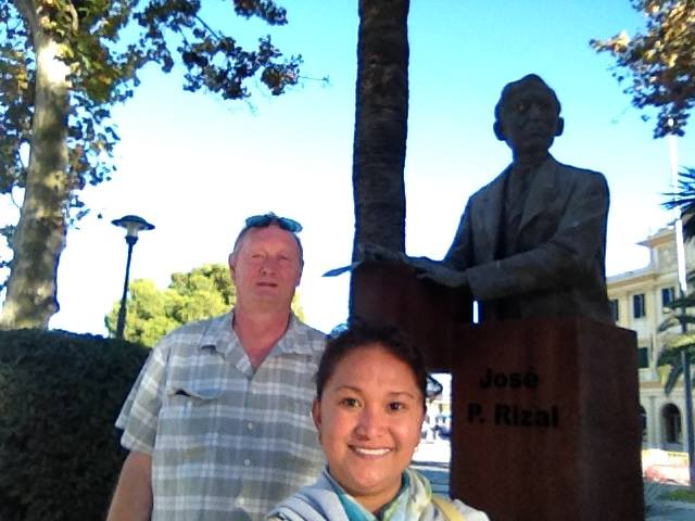 Devant la statue de José Rizal