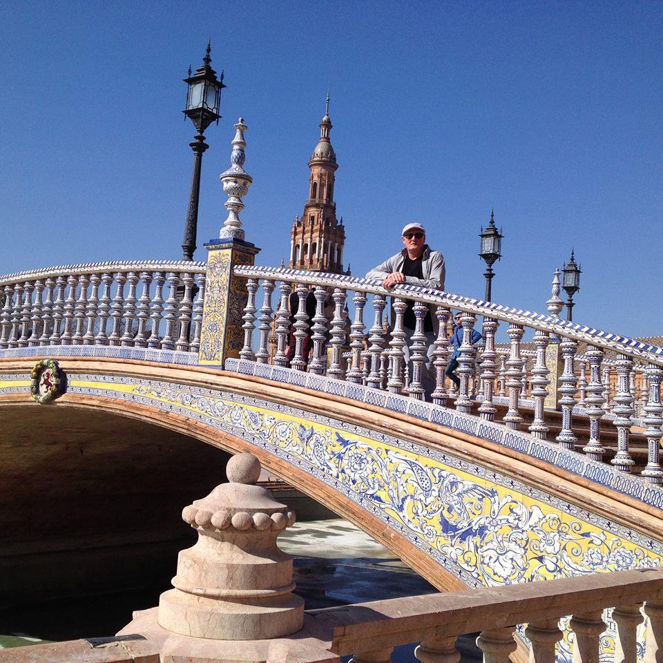 Quatre ponts relient le palais à la place centrale...