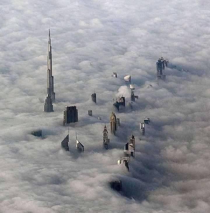 Dubai dans les nuages