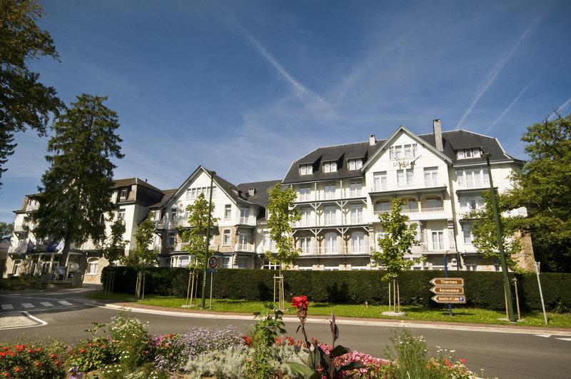 Radisson blu balmoral hotel sunny facade p